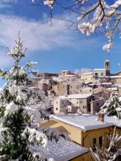 paese con neve
